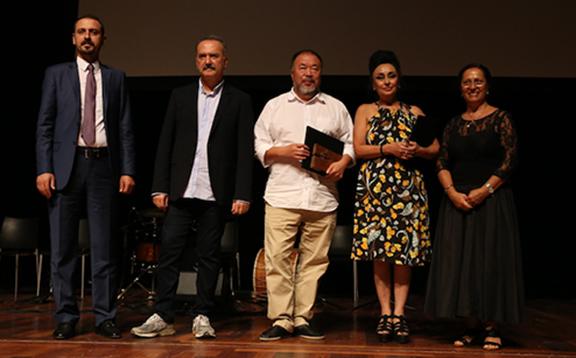 Ai Weiwei and Eren Keskin receiving their awards