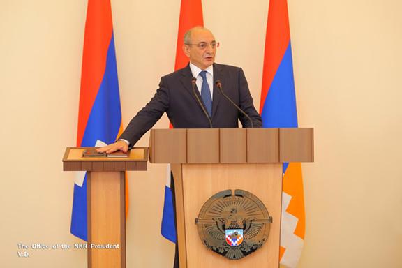 Bako Sahakian getting sworn in as Artsakh President. (Photo: Office of the Artsakh President)