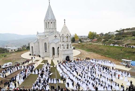 The mass wedding that Hayrapetyan sponsored in Artsakh in 2008