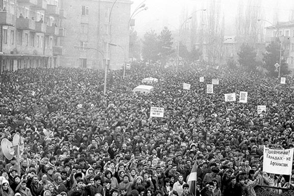 Hundreds of thousands of Armenians took to the streets of Stepanakert in 1988 calling for reunification with Armenia
