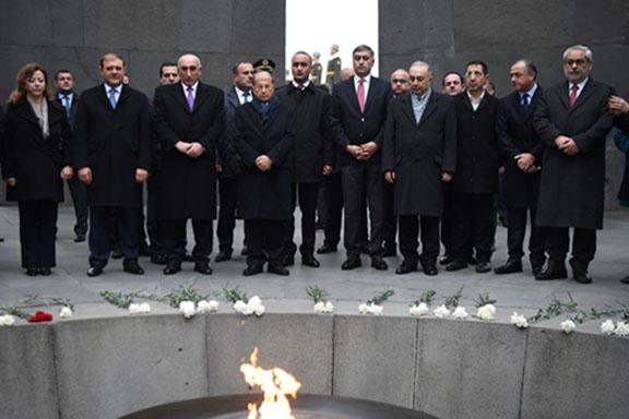 Lebanese President Michel Aoun visits Dzidzernagapert Memorial Complex on Wednesday upon arriving in Armenia