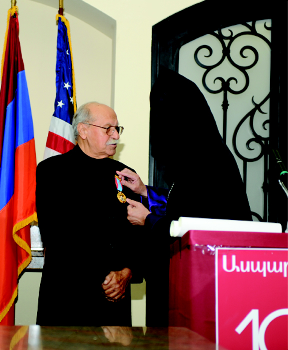 Serge Samoniantz receiving the Mesrob Mashdots medal of the Great House of Cilicia during a 2013 event where he was honored