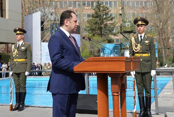 Armenia's Defense Minister Vigen Sargsyan addresses the ArmHiTec 2018 expo opening ceremony