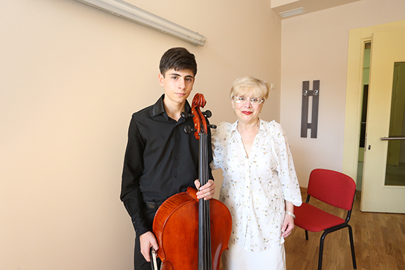 A Tchaikovsky Music School cello student with his teacher