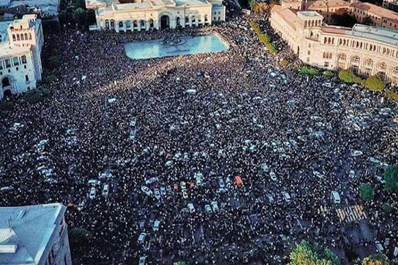 The scene in Republic Square in Yerevan on Wednesday when protests resumed after acting prime minister Karen Karapetyan canceled scheduled talks with protest leader Nikol Pashinyan