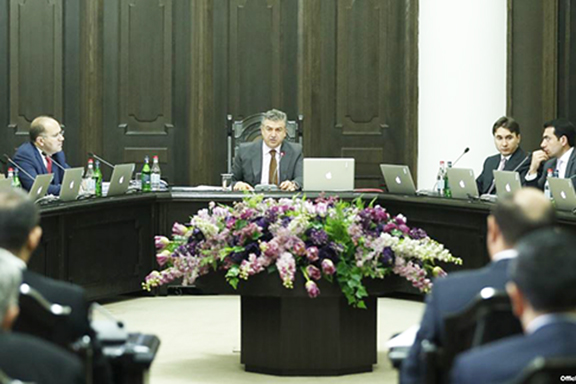 Acting Prime Minister Karen Karapetyan leads Thursday's cabinet meeting