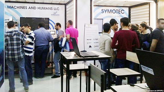 Young Armenian flock to the DigiTec Expo in September