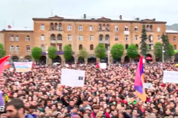 Thousands gathered in Vanadzor on Saturday for a rally led by opposition leader Nikol Pashinyan (Azatutyun.am screenshot)