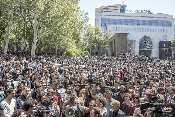 Thousands of people flock the streets of Yerevan for a 6th day of protests against the prime minister, Serzh Sarkisian (Photo by EVN Report)