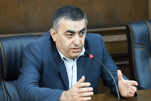 ARF leader Armen Rustamyan discusses his party's plans at a press conference on Monday