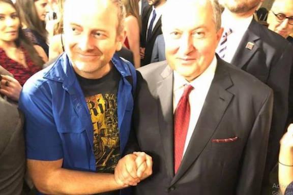 Blogger Alexander Lapshin shaking hands with President of Armenia Armen Sarkissian.