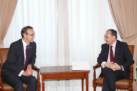 Armenian Foreign Minister Zohrab Mnatsakanyan with Permanent Under-Secretary at the U.K.G Foreign and Commonwealth Office Simon McDonald.