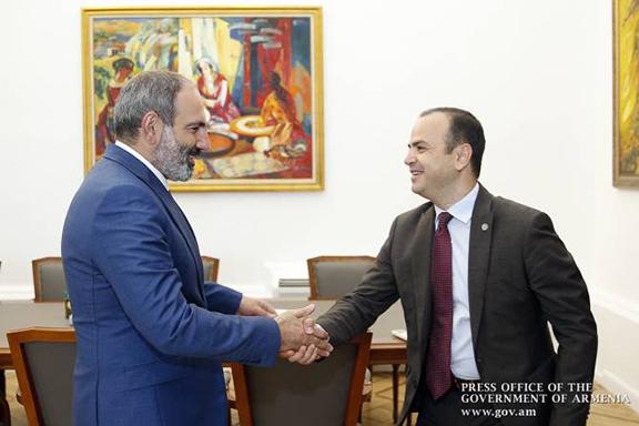 Prime Minister of Armenia Nikol Pashinyan meets with Mayor of Glendale Zareh Sinanyan.