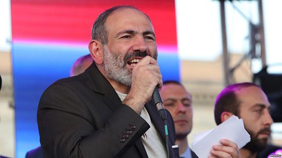 Prime Minister Nikol Pashinyan addresses a rally on Friday