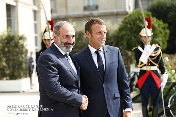 Prime Minister Nikol Pashinyan (left) met with French President Emanuel Macron in Paris on Sept. 14