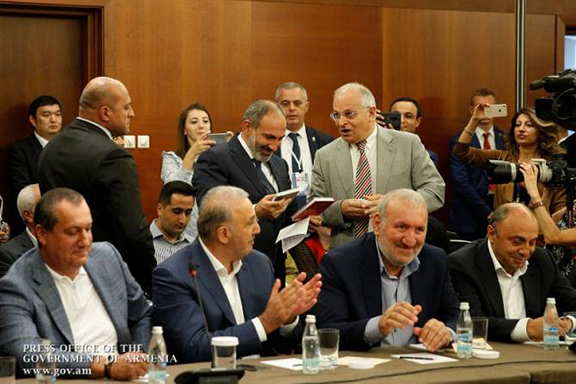 Prime Minister Nikol Pashinyan surrounded by the Russian-Armenian business community in Moscow on Sept. 8