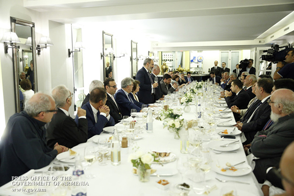 Prime Minister Nikol Pashinyan delivers remarks at a dinner with French-Armenian community