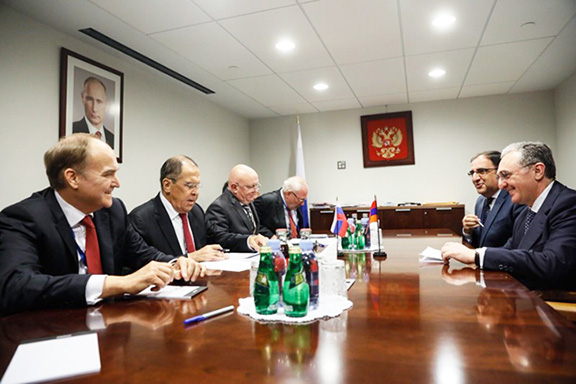 Foreign Minister Zohrab-Mnatsakanyan (right) with his Russian counterpart Sergey Lavrov in New York on Sept. 26