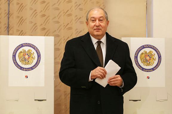 Armenian President Armen Sarkissian votes during Sunday's election (Photo by Photolur)