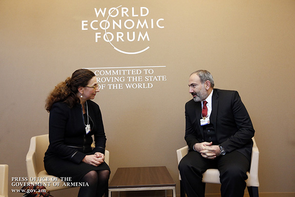 Pashinyan discusses prospects for investment in Armenia with Mitsubishi board member Christina Ahmadjian
