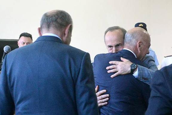 Artsakh President Bako Sahakian embraces former president Robert Kocharian upon arriving n court on May 13 (Photo by Armenpress)