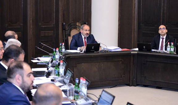 Prime Minister Nikol Pashinyan leads the last cabinet meeting under the old government structure on May 30