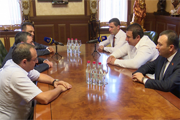 The ARF and Prosperous Party of Armenia delegations meet in Yerevan on June 17