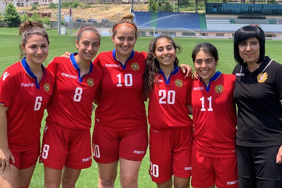 From l to r: Nyree Der Meguerdichian, Tvene Derderian, Teveen Aghababian, Zabelle Hamparian, Areni Hamparian, and Head Coach Liana Hayrapetian