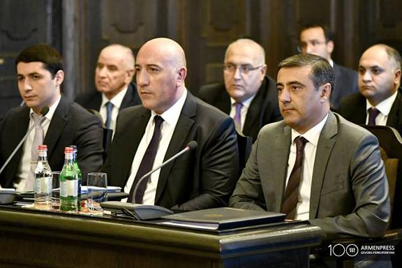 The interim NSS head Eduard Martirosyan (right) and interim Police chief Aram Sargsyan