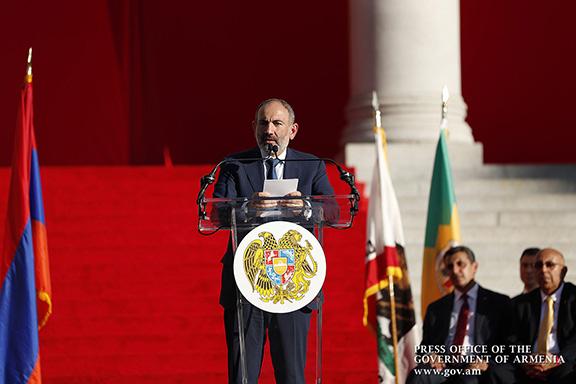 Prime Minister Nikol Pashinyan on Sept. 22 addressed thousands of community members at LA Grand Park