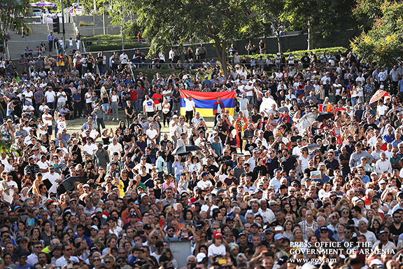 Thousands turned out on Sept. 22 to welcome Prime Minister Nikol Pashinyan to Los Angeles