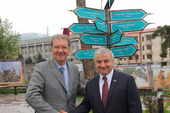 Chair of the France-Artsakh Friendship Group Guy Tiessier (left) and Artsakh Parliament Speaker Ashot Ghulyan inaugurate a sign in Stepanakert marking France-Artsakh friendship