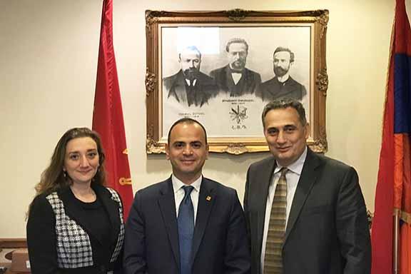 From l to r: ARF-ER CC member Ani Tchaghlasian, High Commissioner of Diaspora Affairs of the Republic of Armenia Zareh Sinanyan, ARF-ER CC member John Mkrtschjan
