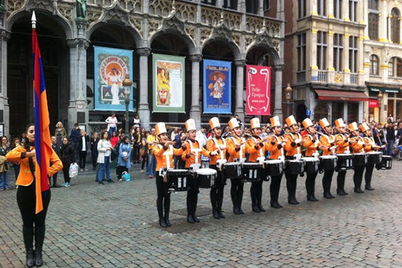 """The Armenian marching band from Yerevan in Brussels' """"Grand Place"""""""
