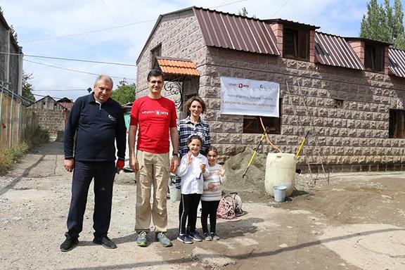 From l to r: FCHA President Ashot Yeghiazaryan, VivaCell-MTS General Manager Ralph Yirikian, Chrisitna Soghoyan-Tadevosyan and her children
