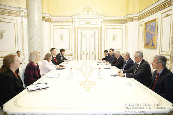 Prime Minister Nikol Pashinyan meets with a delegation of U.S. officials headed by U.S. Ambassador to Armenia Lynn Tracy