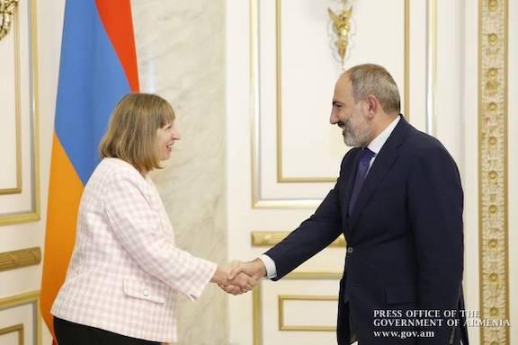 Prime Minister Nikol Pashinyan greets U.S. Ambassador to Armenian Lynn Tracy