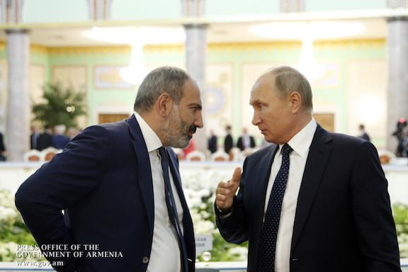 Prime Minister Nikol Pashinyan and President Vladimir Putin of Russia