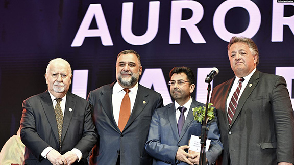 Dinnay with representatives of the Aurora Humanitarian Initiative. From l to r: Co-Founder of the Aurora Prize Vartan Gregorian, Co-Founder of the Aurora Forum Ruben Vardanyan, Mirza Dinnayi, Co-Founder of the Aurora Forum Noubar Afeyan