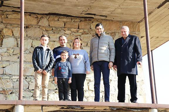 The Kirakosyans with VivaCell-MTS General Manager Ralph Yirikian and FCHA President Ashot Yeghiazaryan