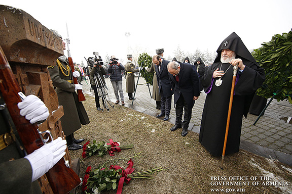 Prime Minister Nikol Pashinyan, Catholicos Karekin II and National Assembly Speaker Ararat Mirzoyan bow their heads in memory of the victims of the Baku Pogroms