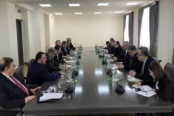 The ANCA discussed its 360-degree advocacy priorities with Armenia Foreign Minister Zohrab Mnatsakanyan during a 2-hour seminar held on the eve of the global Hai Tahd (Armenian Cause) conference, being held in Armenia and Artsakh from February 24th to 28t