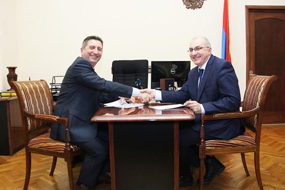 Co-founder of Health for Armenia Foundation Mkrtich Kirakosyan and HHAF Executive Director Haykak Arshamyan sign the Memorandum of Understanding