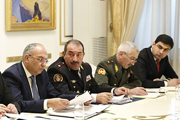 Generals Artur Baghdasaryan (eenter) and Aleksan Aleksanyan (second from right) at a meeting with Prime Minister Nikol Pashinyan in Yerevan, February 17, 2020.
