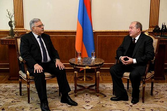 ARF Bureau chairman Hagop Der Khachadourian meets with President Armen Sarkissian in March, 2020