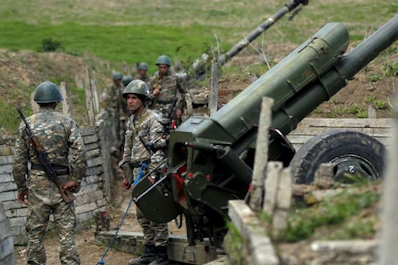 Artsakh soldiers man a cannon during the 2016 April War (Reuters photo)