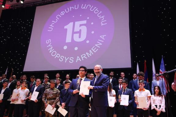 Davit Aslanyan, CRD, undergraduate student, receiving award as top undergraduate physics student in Armenia from Prime Minister Pashinyan