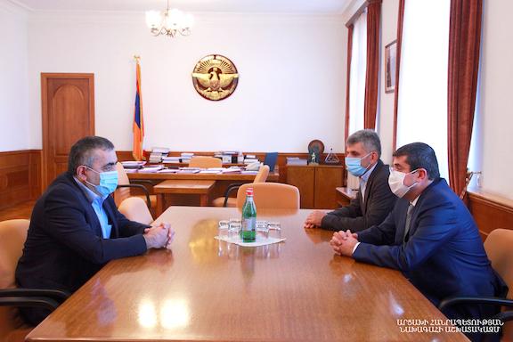 ARF Bureau leader Armen Rustamyan (left) meets with Artsakh President Arayik Harutyunyan on August 21