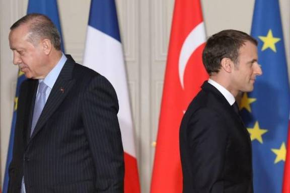 French President Emanuel Macron (right) and his Turkish counterpart Recep Tayyip Erdogan walk during a press conference at the Elysee Palace in 2018 (AFP file photo)