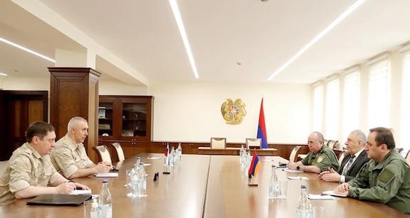 Defense Minister, Russian General Discuss Border Standoff